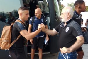 ΠΑΟΚ – Σπαρτάκ Μόσχας: Ο Σαββίδης υποδέχθηκε τους παίκτες! pics