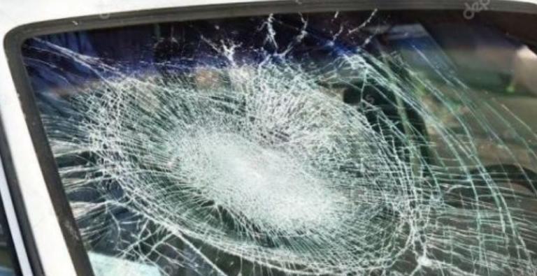 Χειροπέδες σε 16χρονο που πετούσε πέτρες στα αυτοκίνητα   Newsit.gr
