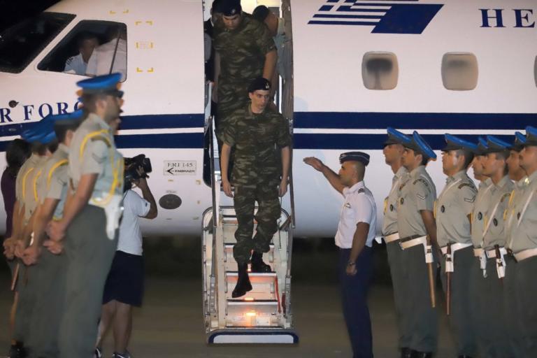 Έλληνες στρατιωτικοί: Έμειναν άφωνοι! Η στιγμή της ανακοίνωσης της απελευθέρωσής τους | Newsit.gr