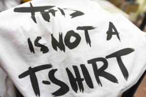 Θεσσαλονίκη: Κι όμως αυτό δεν είναι ένα απλό μακό μπλουζάκι! video
