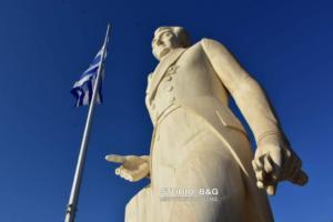 Ναύπλιο: Βανδάλισαν το άγαλμα του Καποδίστρια – Του έσπασαν τα δάχτυλα! [pics]