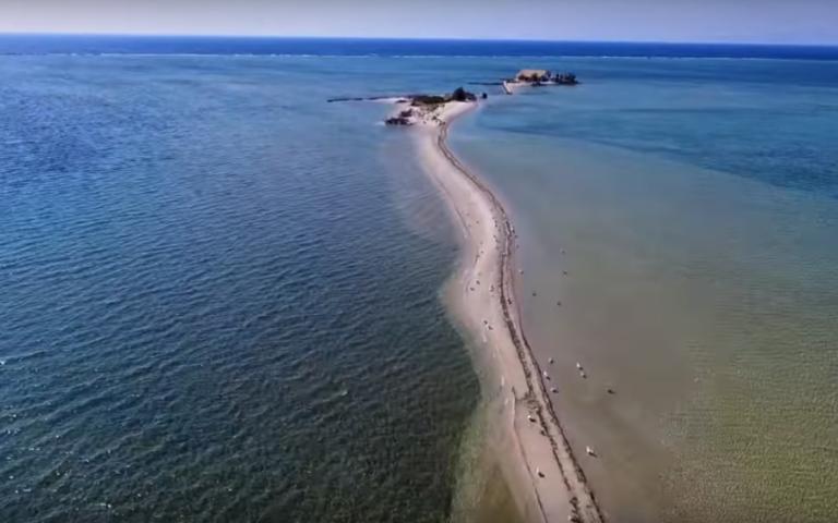 Άγιος Νικόλαος: Το παραδεισένιο ελληνικό νησί που είναι όλο παραλία | Newsit.gr