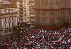 Αργεντινή: Χιλιάδες στους δρόμους κατά των περικοπών για τα πανεπιστήμια