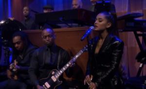 """Συγκινητική η Ariana Grande- Τραγούδησε το """"Natural Woman"""" της Aretha Franklin και ξέσπασε σε κλάματα – video"""