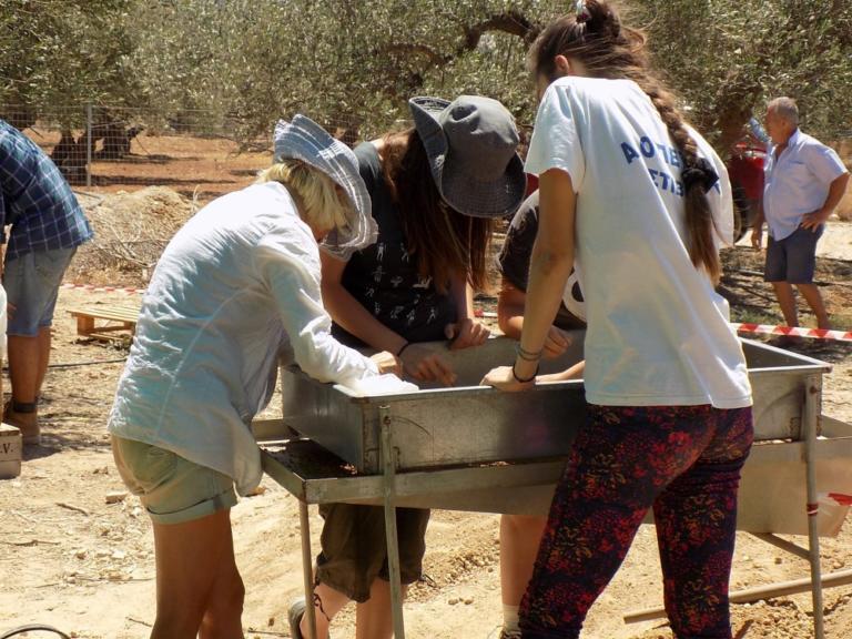 Σπουδαία ανακάλυψη στην Ιεράπετρα… κατά τύχη! Στο φως Μινωικός τάφος – Τα πρώτα στοιχεία που «δίνει»- pics