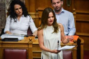 Αχτσιόγλου για τις φωτιές στην Αττική: Αυτό σημαίνει «πολιτική ευθύνη»