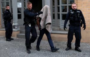 Γερμανία: Έξαλλη η Μέρκελ με τους «αυτόκλητους τιμωρούς» που κυνηγούσαν μετανάστες στο Κέμνιτς!