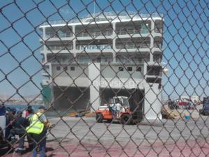 Ελευθέριος Βενιζέλος: «Επανήλθε» το πλοίο, συνεχίζεται η κατάσβεση – video