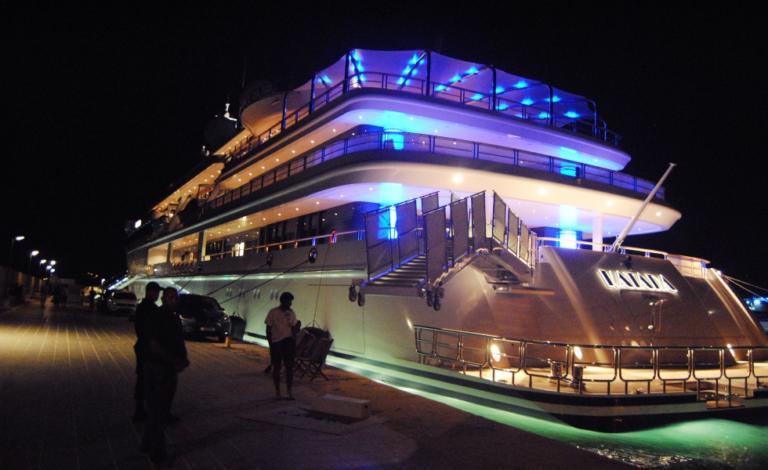 Ζάκυνθος: Νοίκιασε τη θαλαμηγό «Χριστίνα» του Αριστοτέλη Ωνάση – Συνάντηση κροίσων στο νησί [pics, video]