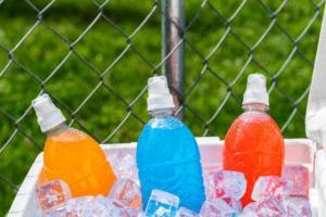 """Απαγορεύουν την πώληση """"ενεργειακών ποτών"""" στα παιδιά"""