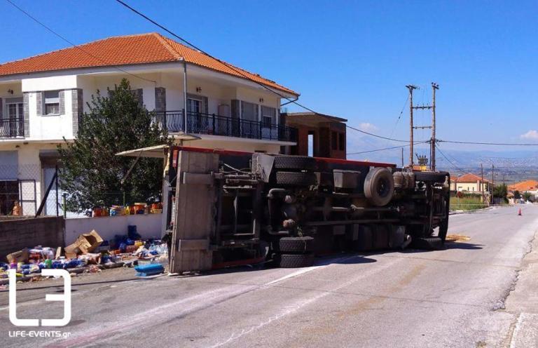 Καβάλα: Φορτηγό χωρίς φρένα έπεσε πάνω σε σπίτι [pics]