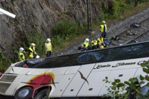 Πτώση λεωφορείου σε χαράδρα 100 μέτρων – 12 νεκροί στον Ισημερινό