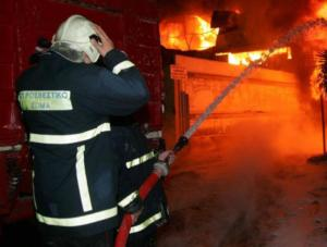 Στις φλόγες αποθήκη χαρτιού στην Κρήτη