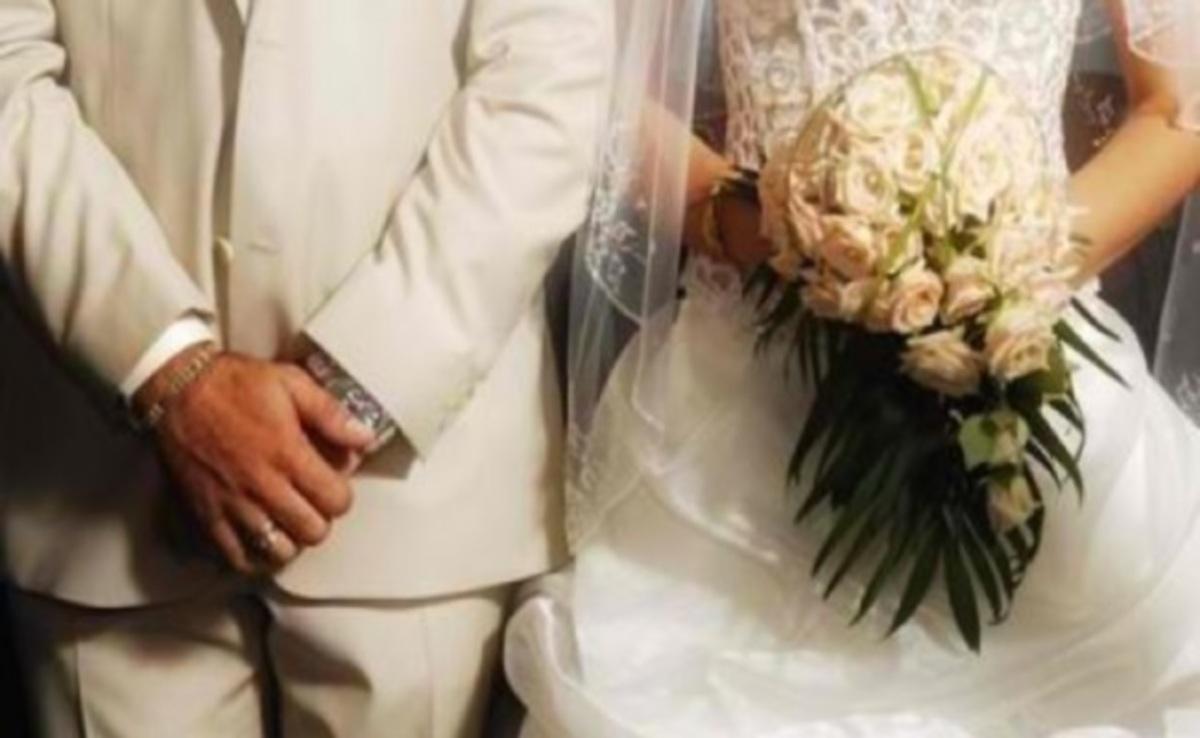 Χαμός στην Πάτρα: Έκανε «ντου» στον γάμο του πρώην της κι άρχισε να βρίζει το ζευγάρι! | Newsit.gr