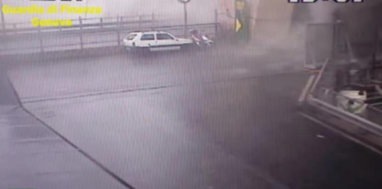 Γένοβα: Συγκλονιστικό βίντεο από τη στιγμή της κατάρρευσης της γέφυρας – Αυτοκίνητα ξαφνικά χάνονται κάτω από τόνους τσιμέντου – video | Newsit.gr