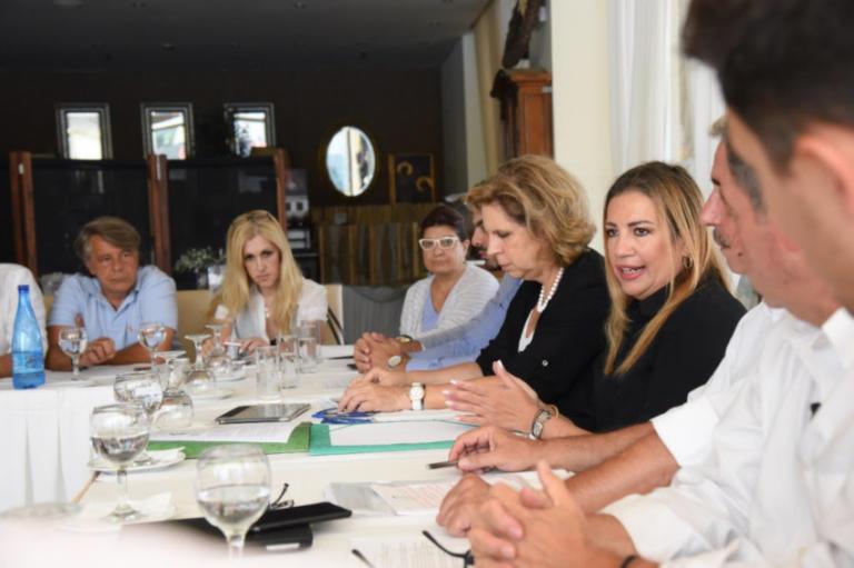 Τον Νέο Βουτζά και το Μάτι επισκέφθηκε η Φώφη Γεννηματά | Newsit.gr