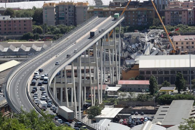Spiegel Online: Η λιτότητα μέχρι θανάτου και η κατάρρευση της γέφυρας στη Γένοβα | Newsit.gr