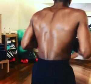Γίνεται… μποξέρ ο Αντετοκούνμπο! Έδειξε το απίστευτο σώμα του – video