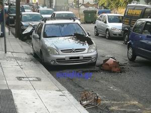 Αγρίνιο: Η ιπτάμενη γλάστρα έπεσε ευτυχώς σε αυτοκίνητο – Στο νοσοκομείο η πρωταγωνίστρια [pics]