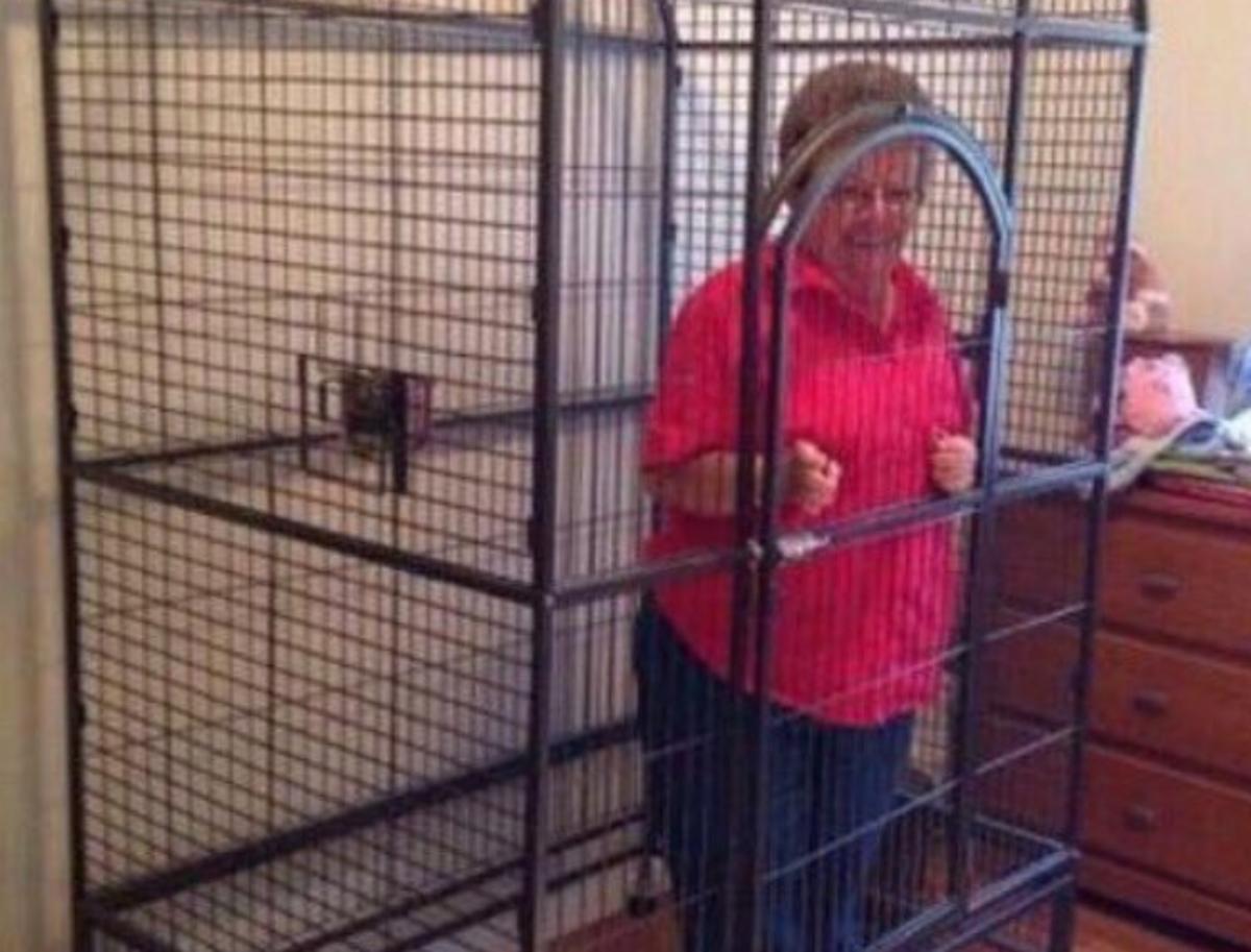 Οπαδός έβαλε τη γιαγιά του σε κλουβί! Η ομάδα που έφθασε τον εγγονό… στα άκρα [pics]   Newsit.gr
