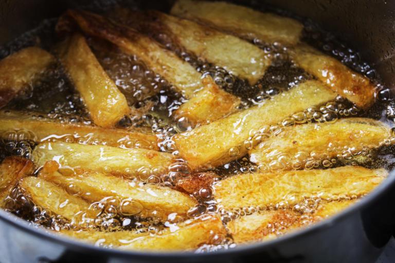 Με ποιο λάδι είναι καλύτερες οι τηγανητές πατάτες; | Newsit.gr