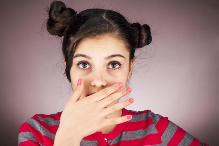Κακοσμία στόματος: Αίτια και 5 μυστικά για να μην μυρίζει το στόμα σας [vid] | Newsit.gr