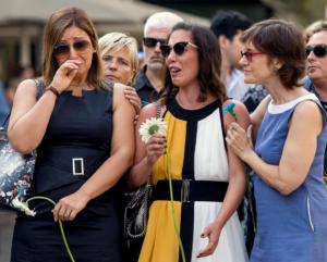 Ισπανία: Φόρος τιμής στα θύματα της τρομοκρατικής επίθεσης στην Βαρκελώνη