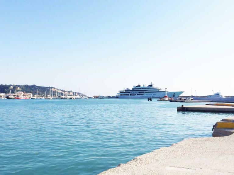 Στη Ζάκυνθο ο πρώην Εμίρης του Κατάρ με την υπερπολυτελή θαλαμηγό του