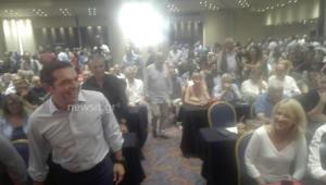Κ.Ε. ΣΥΡΙΖΑ: Άφιξη Τσίπρα με χειροκροτήματα και… αστειάκια – video