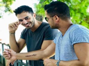 Δεν είναι τρολ! Χριστοδουλάκης και Καρανικόλας έκαναν τατουάζ το Κίνημα Αλλαγής! [pics]