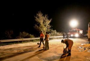 Χωρίς ρεύμα τα Βραχνέικα – Νταλίκα έπεσε σε κολόνα της ΔΕΗ