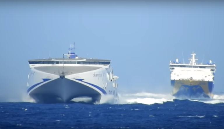 Μύκονος: Μονομαχία έξω από το λιμάνι κόντρα στα κύματα | Newsit.gr