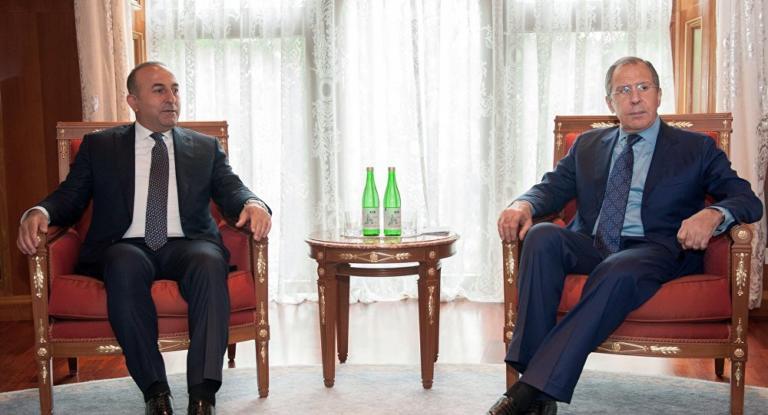 Τηλεφωνική επικοινωνία Λαβρόφ – Τσαβούσογλου | Newsit.gr