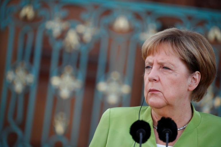 Γερμανία: Τα φίδια βγήκαν από το αβγό τους και απειλούν τη Μέρκελ   Newsit.gr