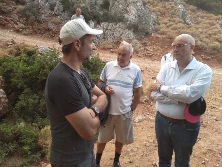 Κυριάκος Μητσοτάκης: Αξύριστος και με καπέλο Jockey πήρε τα… βουνά [pics] | Newsit.gr