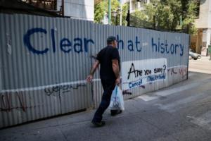 Le Monde: Δεν έχει έρθει ακόμα στην Ελλάδα το τέλος της λιτότητας