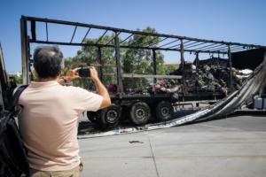 Ελευθέριος Βενιζέλος: Απίστευτες φωτογραφίες με τις καμένες νταλίκες!