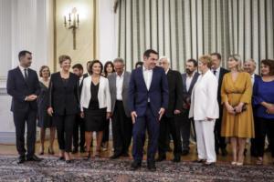 Live: Η ορκωμοσία της νέας κυβέρνησης μετά τον ανασχηματισμό – Όλο το παρασκήνιο