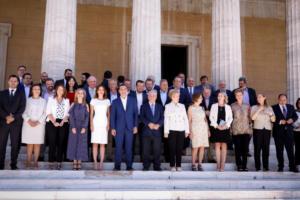 Υπουργικό: Η οικογενειακή φωτογραφία – Έλειπε η Νοτοπούλου [pics]