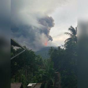 Έκρηξη ηφαιστείου στην Παπούα Νέα Γουινέα! Κάτοικοι εγκαταλείπουν τα σπίτια τους! [pics]