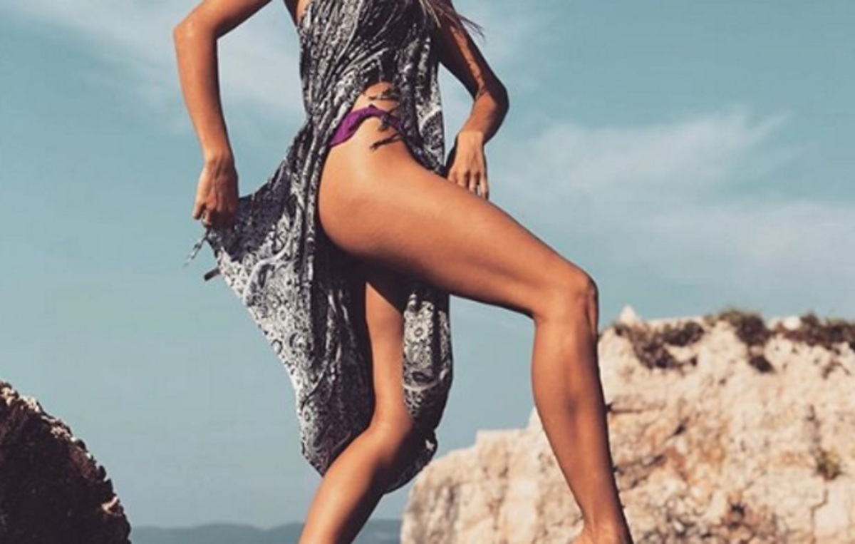 Μας δείχνει τα καλλίγραμμα πόδια της και προκαλεί πανικό στο Instagram! | Newsit.gr