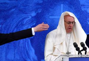 Αρχιεπίσκοπος ζητά την παραίτηση του Πάπα Φραγκίσκου!