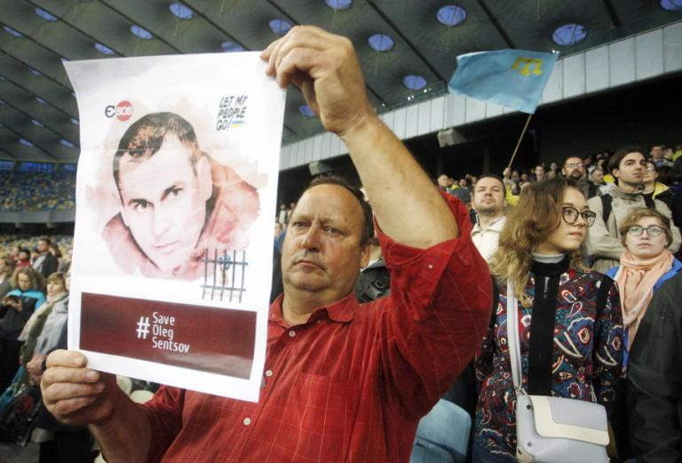 Ρωσία: Καμία πιθανότητα απονομής χάριτος στον Όλεγκ Σεντσόφ – Βρίσκεται τρεις μήνες σε απεργία πείνας | Newsit.gr