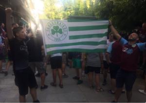 Οπαδοί της Μπέρνλι με σημαία Παναθηναϊκού! Κυκλοφορούσαν στους δρόμους της Αθήνας