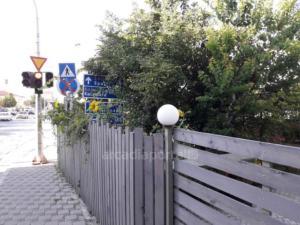 Τρίπολη: Η εικόνα της ντροπής – «Κρυφτούλι» με τις πινακίδες της Τροχαίας