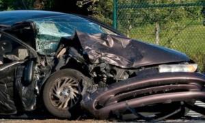"""Χανιά: Αυτοκίνητο """"τσακίστηκε"""" πάνω σε τοίχο – Ένας νεκρός, μία τραυματίας"""