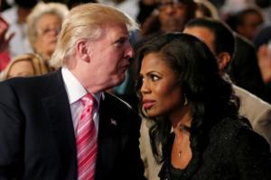 «Ξεκατίνιασμα» Τραμπ με πρώην σύμβουλό του – «Μια παλαβή που την είχα επειδή… με επαινούσε»