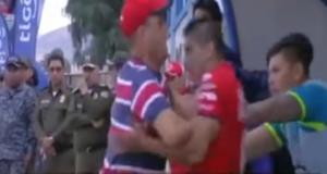 Απίστευτες εικόνες! Ο Τσάβες του Αστέρα «έπαιξε μπουνιές» στον πάγκο της νέας του ομάδας – video