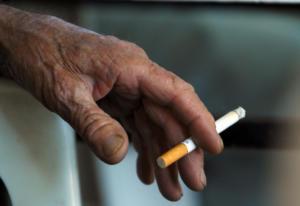 Ζητούν απαγόρευση του καπνίσματος και σε ανοικτούς κοινόχρηστους χώρους