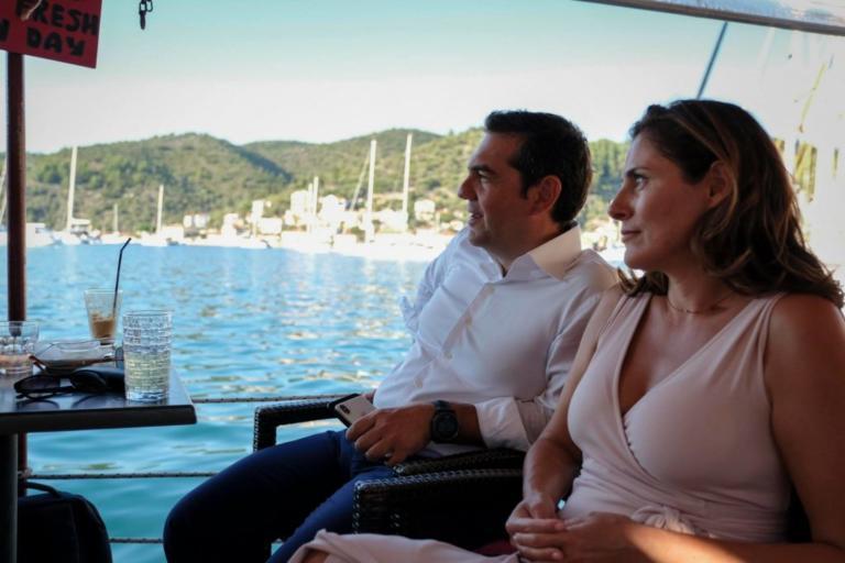 Υπό το βλέμμα της Μπέτυς Μπαζιάνα το διάγγελμα Τσίπρα στην Ιθάκη [pics] | Newsit.gr